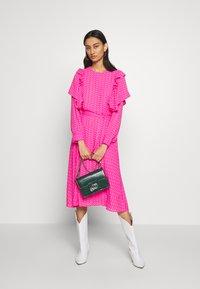 Cras - ZAGA DRESS - Robe d'été - pink/red - 1