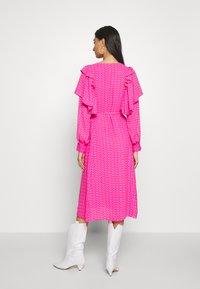 Cras - ZAGA DRESS - Robe d'été - pink/red - 2