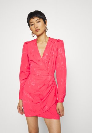 YVONNE CRAS DRESS - Pouzdrové šaty - paradise pink