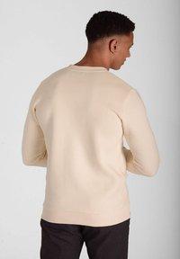 Crystal Paris - Sweatshirt - white sand - 2