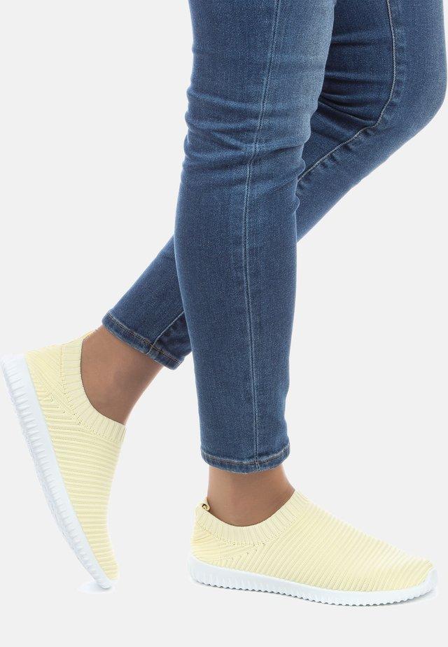 SNEAKER - Sneakers laag - jaune
