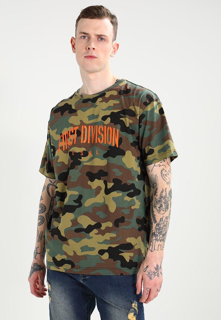 Cayler & Sons - PATCHED OVERSIZED - T-shirt med print - woodland/orange