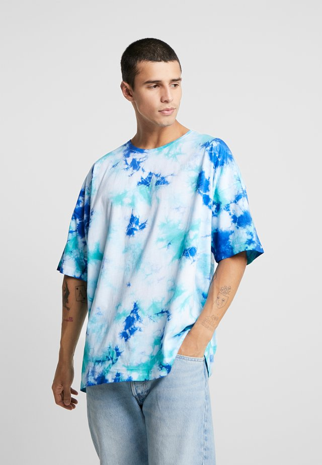 MEANING OF LIFE TIE DYE BOX TEE - T-shirt print - white/blue