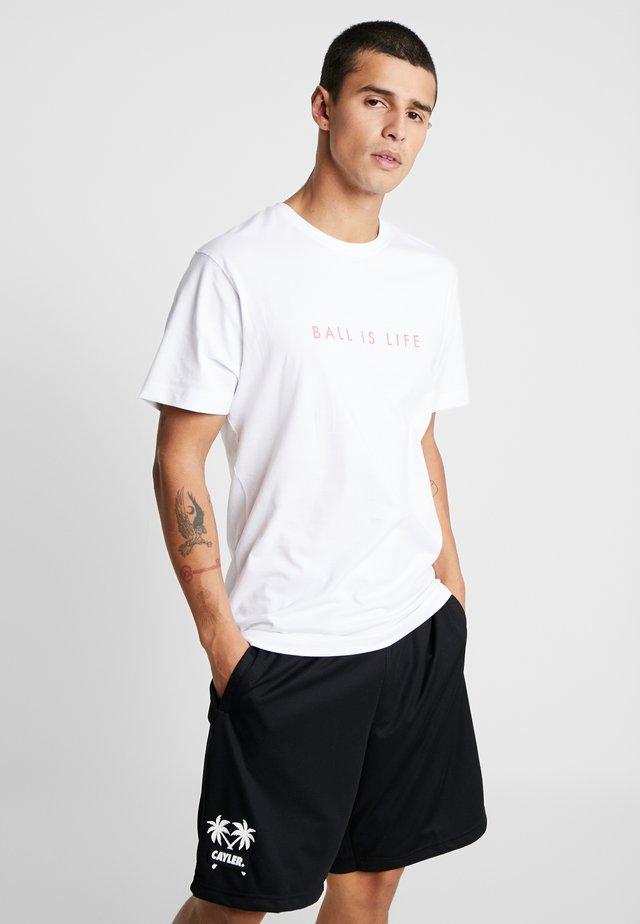 BALL IS LIFE TEE - T-shirt med print - white