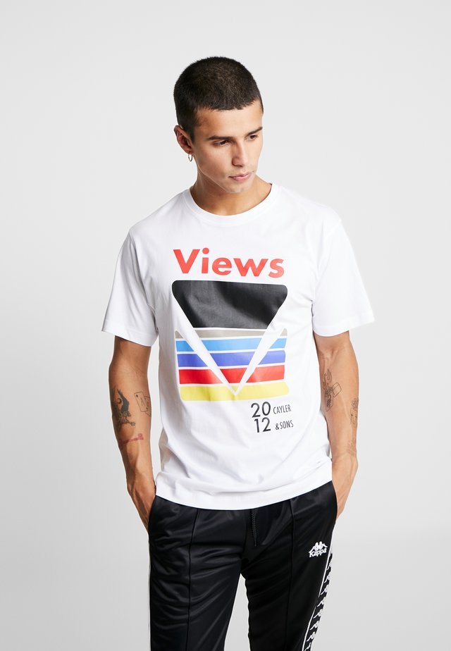 CERTAIN VIEWS TEE - T-shirt z nadrukiem - white