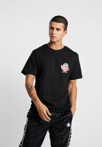 Cayler & Sons - FRESH TO DEATH TEE - T-shirt print - black - 0