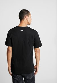 Cayler & Sons - SCAN TEE - Camiseta estampada - black/white - 2