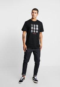 Cayler & Sons - SCAN TEE - Camiseta estampada - black/white - 1
