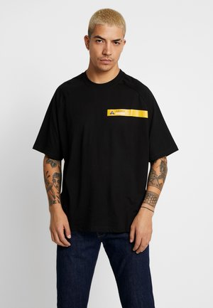 BOX TEE - T-shirt imprimé - black/yellow