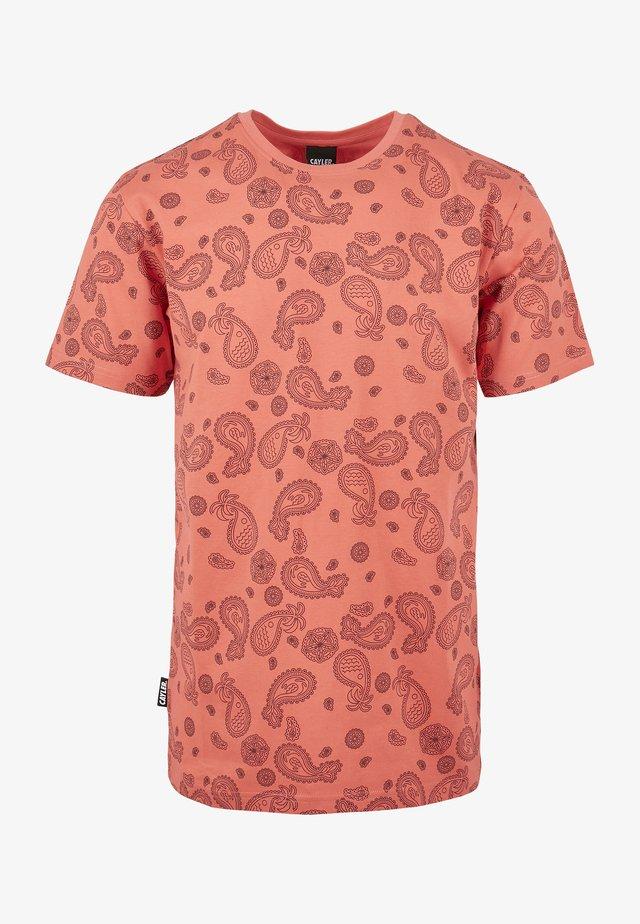 CALI PAIZ TEE - T-shirt imprimé - coral/mc
