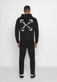 Cayler & Sons - FAST BRACKETS HOODY - Jersey con capucha - black/white - 2