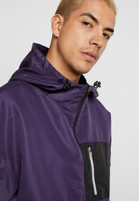 Cayler & Sons - FORM HALFZIP WINDBREAKER - Windbreaker - purple/black - 5