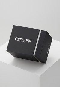 Citizen - ECO DRIVE  - Rannekello ajanottotoiminnolla - brown - 3