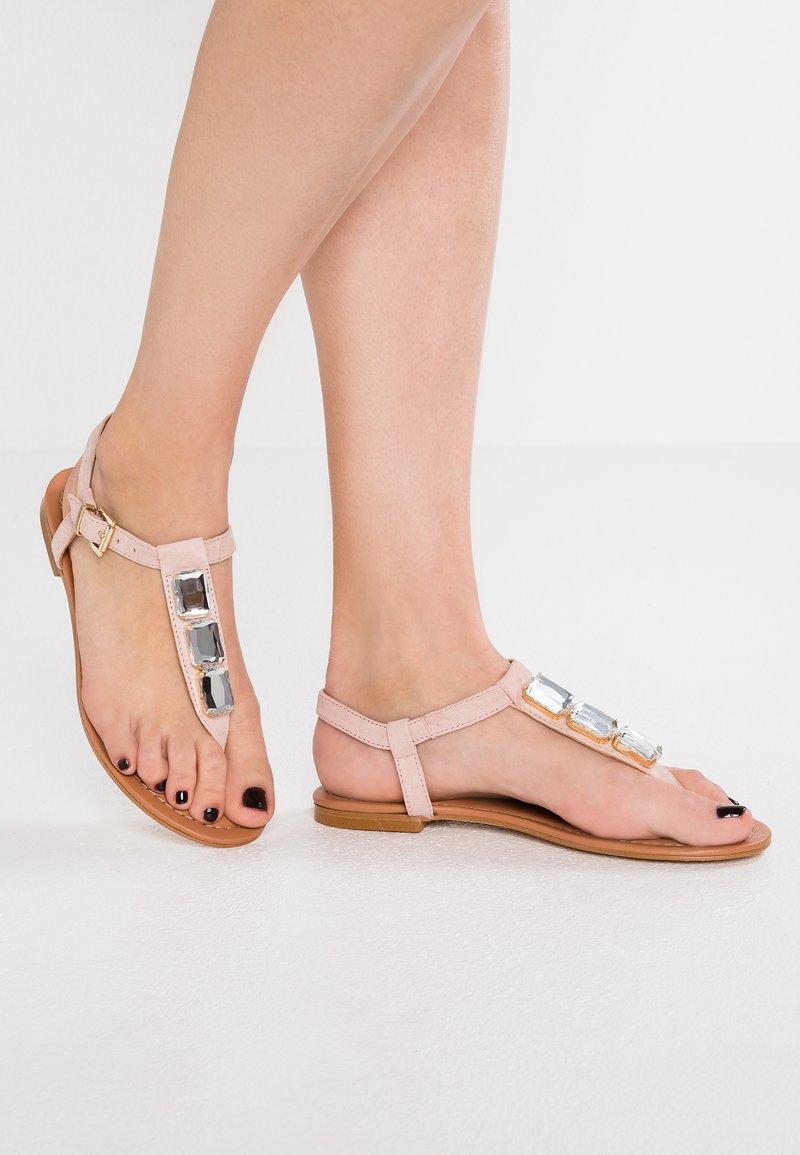 CTWLK - TIRZA - Sandalias de dedo - rosa
