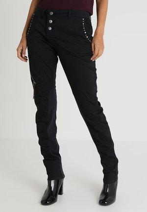 GOLDIE PANTS MALOU FIT - Kalhoty - washed black