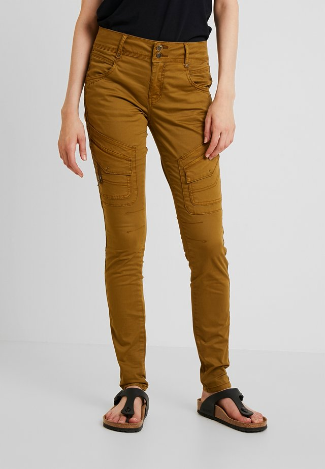 RELINDE CARGO PANTS - Kalhoty - breen