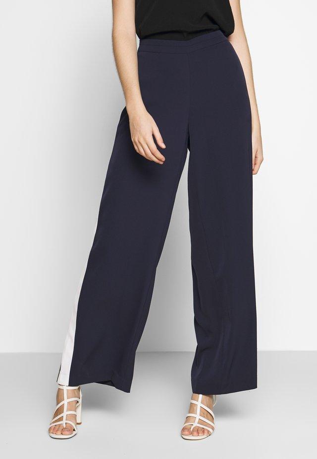 CUANITTA PANTS - Pantalon classique - blue iris