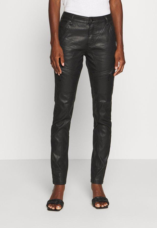 ASSIKA PANTS MALOU FIT - Pantaloni - black