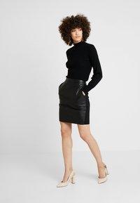 Culture - JEANEL SKIRT - Pouzdrová sukně - black - 1