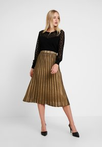 Culture - JUSTA SKIRT - Plisséskjørt - frosted almond - 1