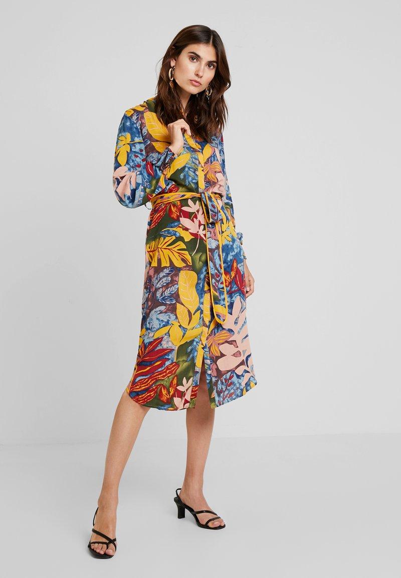Culture - GRAZIA DRESS - Vestido camisero - bamboo