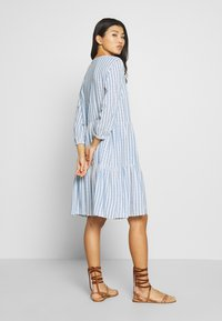 Culture - NOOR STRIPE DRESS - Blusenkleid - mazarine blue - 0