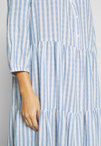 Culture - NOOR STRIPE DRESS - Blusenkleid - mazarine blue - 6