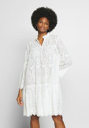 CUSADIE ANGLAISE DRESS - Denní šaty - spring gardenia