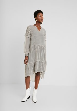 CUPERNELLE DRESS - Korte jurk - whitecap