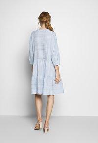 Culture - CUAMINE DRESS - Robe chemise - cashmere blue - 2
