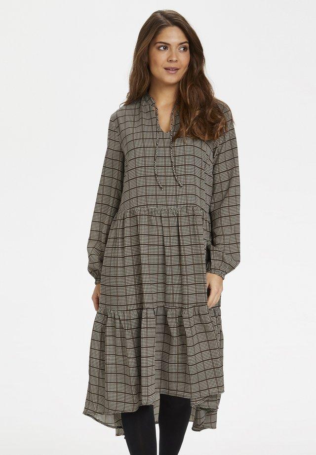 CUANNIA - Korte jurk - friar brown