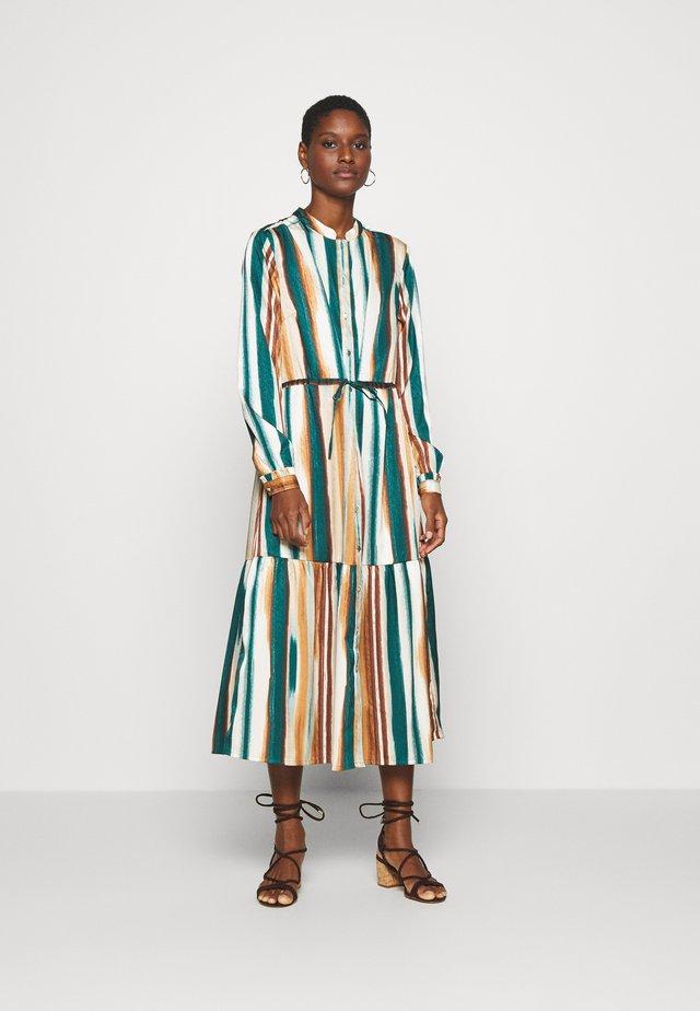MOIRA DRESS - Skjortekjole - june bug