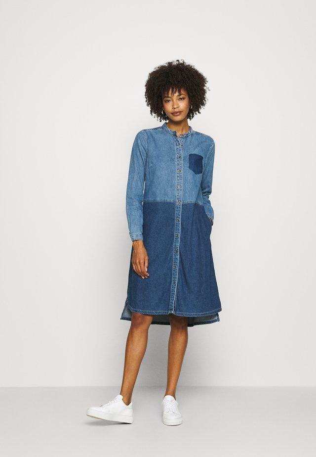 CUPAOLA DRESS - Dongerikjole - medium blue wash