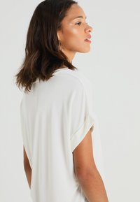 Culture - KAJSA - T-shirt - bas - spring gardenia wash - 4