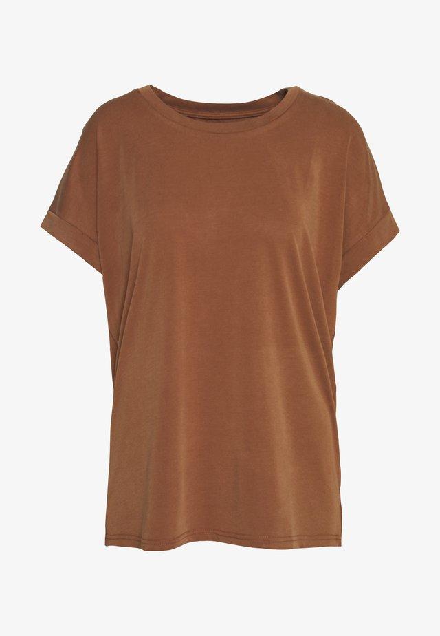 KAJSA - T-shirts - friar brown