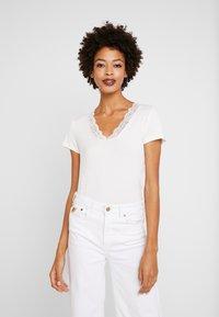 Culture - T-Shirt print - spring gardenia - 0
