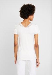 Culture - T-Shirt print - spring gardenia - 2
