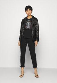 Culture - CUBELLA - T-shirt print - black - 1