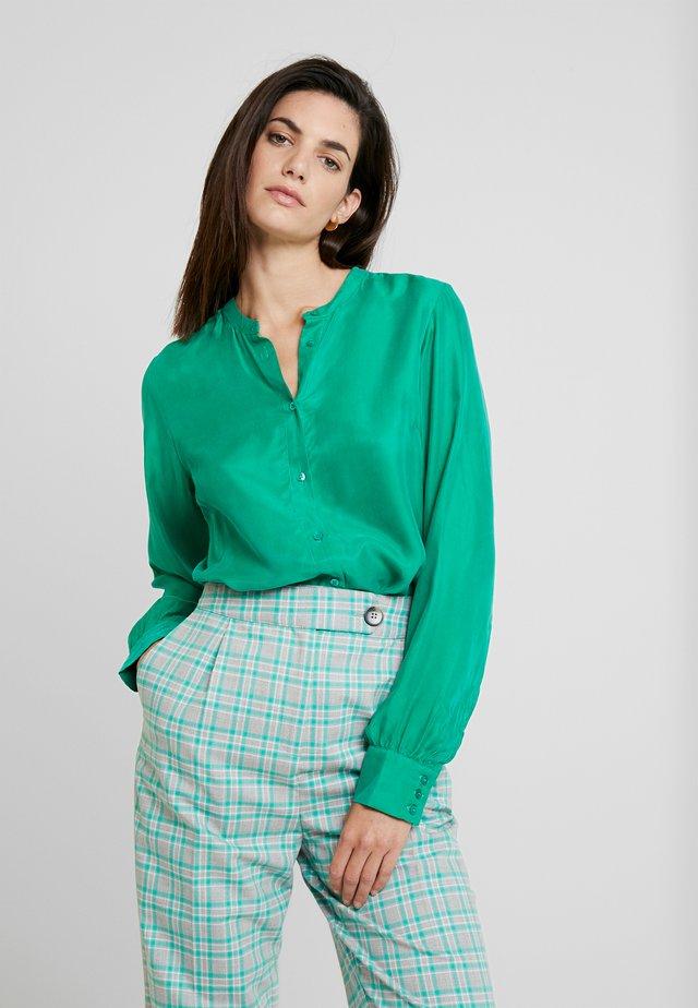 CUAMY - Button-down blouse - verdant green