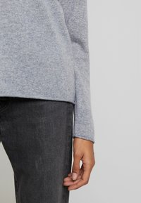 Culture - ALAIA - Sweter - light grey melange - 5