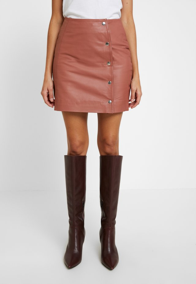 AMANDA - Leather skirt - brick dust