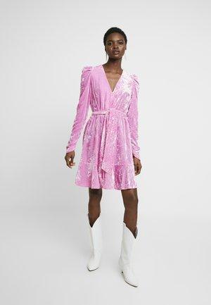 ELENE - Korte jurk - fuchsia pink