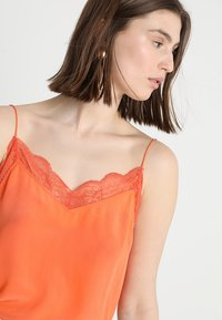 Custommade - POULINE - Linne - vermillion orange - 4