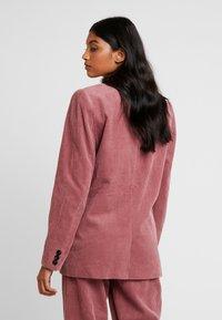Custommade - AJA - Blazer - roan rouge - 2
