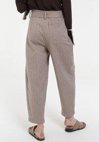 CUBIC - Pantalon classique - mocca - 2