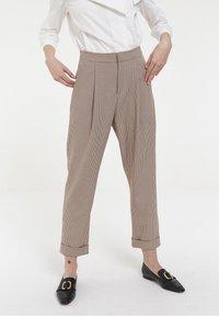CUBIC - CUBIC - Pantalon classique - beige - 0