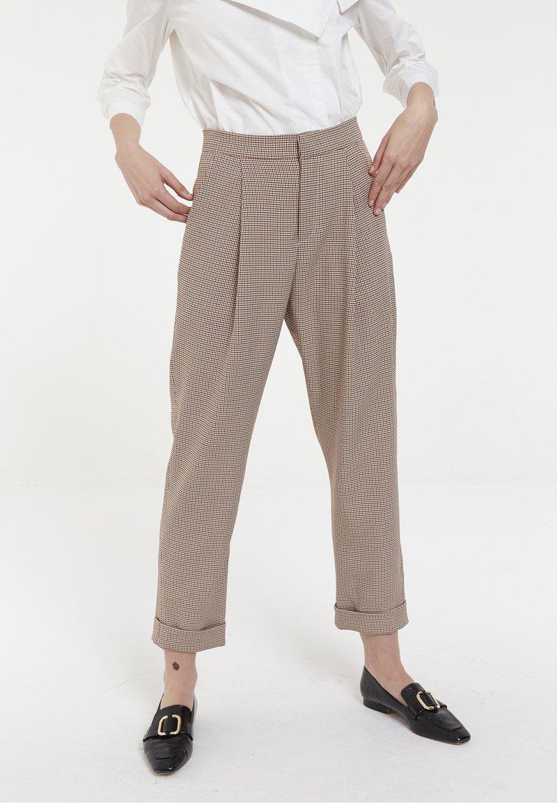 CUBIC - CUBIC - Pantalon classique - beige