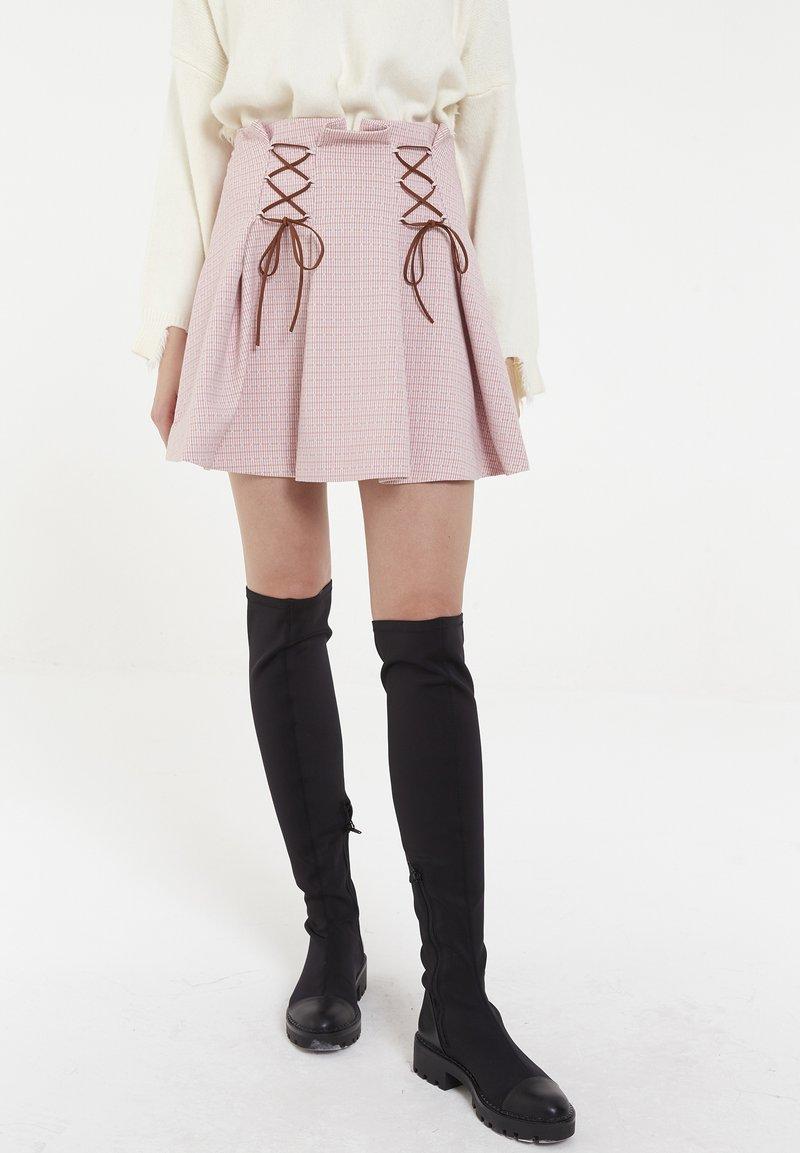 CUBIC - Jupe plissée - pink
