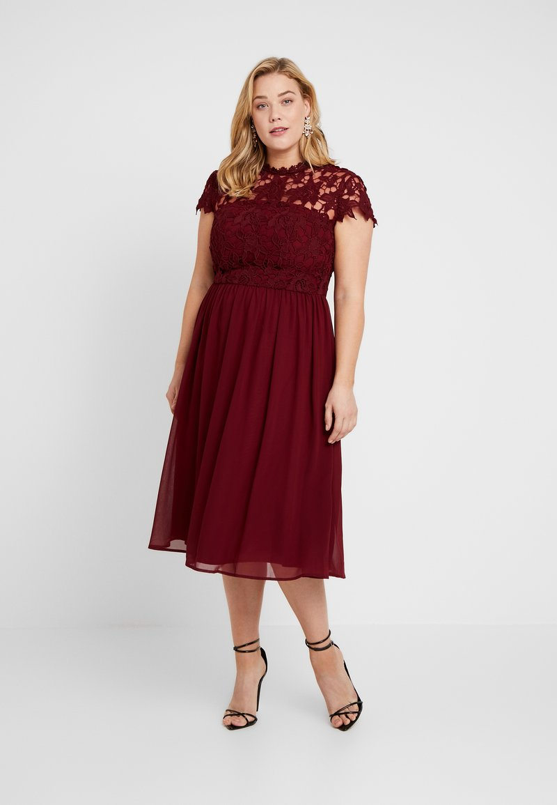 Chi Chi London Curvy - ELLA LOUISE DRESS - Vestido de cóctel - wine asjoey dress