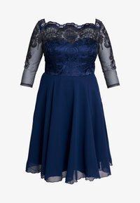Chi Chi London Curvy - CARMELLA DRESS - Vestido de cóctel - navy - 4